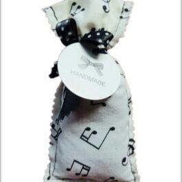 Săculeț lavandă – model note muzicale_alb
